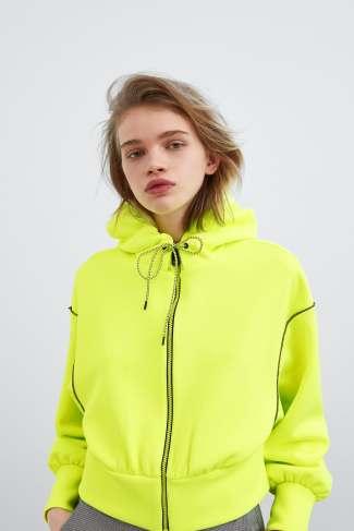 12 prendas low cost verde flúor | chaqueta flúor de zara