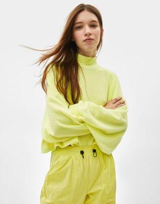 12 prendas low cost verde flúor | jersey flúor bershka